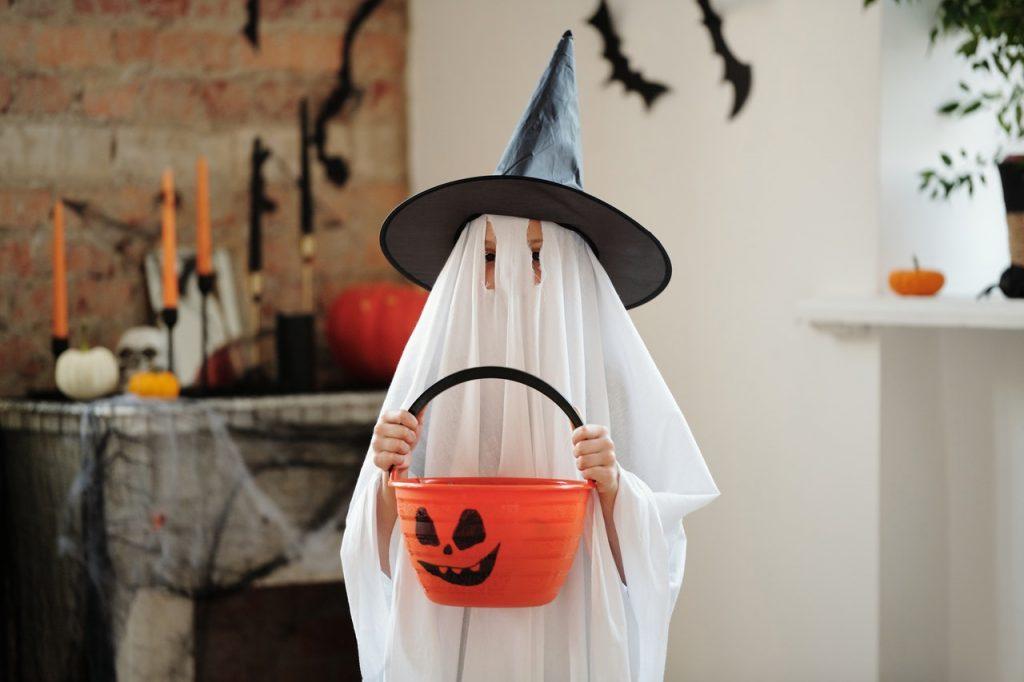 Children's Spooky Look: Simple Ghost Halloween Look - Spooky Fancy Dress Ideas